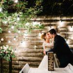 Cómo ir a una boda de noche en verano